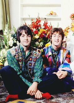I'm Gissela, from Argentina. Welcome to my blog! I post pictures of Paul McCartney, mostly 1967/1968...