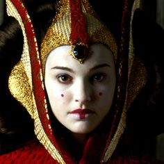 Natalie Portman as Queen Amidala. Her lips are a good representation of early-mid Qing trends.