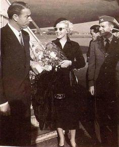 8/02/1954 Kyūshū Island et Yokohama - Divine Marilyn Monroe