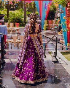 Most Popular Sabyasachi Lehenga Designs For Brides of 2019 SetMyWed Half Saree Lehenga, Lehenga Saree Design, Lehnga Dress, Lehenga Style, Lehenga Designs, Lehenga Dupatta, Sabyasachi Lehenga Bridal, Lehenga Choli Wedding, Designer Bridal Lehenga