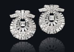 Lot 257 - A PAIR OF ART DECO DIAMOND CLIP BROOCHES, BY CARTIER