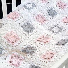 Sommerfeeling Heklet pledd/vognteppe I Paris fra Drops. Oppskrift har vi I nettbutikken. Gå inn via linken I profilen. Design : @monicas_strikkeeventyr #hekling #crochet #instacrochet #heklespam #heklesiden #håndarbeidsdilla #bomull #dropsgarn #dropsparis #nydelig #vognteppe #pledd #babyteppe #newborn #babydesign by tusenogen_maske