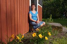 Merja Smolander: Minun palvelukeskussäätiöni on ollut kasvava, kehittyvä työpaikka työvuosieni 27 vuoden aikana. Se on antanut minulle iloa kehittää itseäni ja mahdollisuuden opiskella uutta työn ohessa. Työvuosien varrella olen saanut työskennellä erilaisten, persoonallisten työkavereiden ja asiakkaiden/asukkaiden kanssa. Vanhustyö on ollut minun juttuni. Vanhuksilta olen saanut elämänviisauksia omaan elämääni.  Työni on tuonut kokemuksia ja sisältöä elämääni.