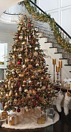 Ouro, creme e vermelho clássico na decoração - Árvore de Natal