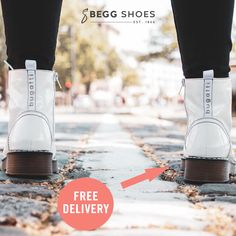 🔥Hot trend for this season! White patent lace up boots & these from Bugatti are super versatile allowing you to wear them with many looks this winter ❄️ Womens White Winter Boots, Winter White, White Boots, Lace Up Boots, Bags 2014, Boots Store, Boots Online, Winter Months, Bugatti