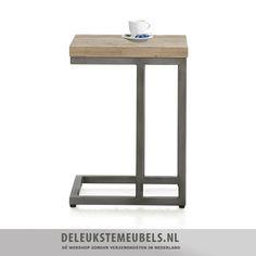 Deze moderne bijzettafel van het merk Henders Hazel uit de Kozani collectie is een echte aanrader! Het blad van dit hippe tafeltje is gemaakt van acacia hout in de kleur mountain grey. De poten zijn van metaal in een vintage grey kleur. Schuif dit tafeltje bij de bank en je hoeft nooit meer ver te reiken naar je drankje! http://www.deleukstemeubels.nl/nl/kozani-bijzettafel/g6/p1036/