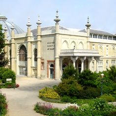 Brighton Museum and Art Gallery Brighton Museum, Brighton Rock, Brighton And Hove, Brighton England, Local Museums, Free Museums, Seaside Shops, Moorish Revival, Byzantine Architecture