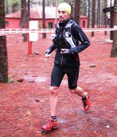 Santi Obaya, uno de los corredores de montaña de referencia en España, desde 2007. Aquí  en Transgrancanaria 2013 al paso por Garañón (k79) Terminó 4º. Entrevista con Mayayo a fondo sobre su Evolución como corremontes y Objetivos 2013