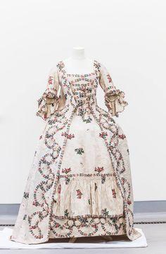 English silk sack back gown, 1760s, Dalrymple family, Newhailles, Museelburgh, Edinburgh, Scotland.