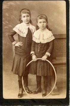 Emmi and her sister | Gratzer Sisters - A Gratzer-lányok, Lujza és Emmi CDV, around 1884