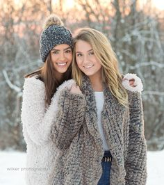 Fun mini snow session with Chloe and Paige. Love the tones and in the photo's with their perfect coordination of outfits! Friend Senior Pictures, Sister Pictures, Cute Friend Pictures, Snow Senior Pictures, Snow Pictures, Friend Pics, Cheer Pictures, Best Friend Photography, Girl Photography Poses