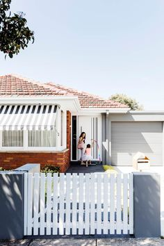 Flipping the floorplan of a charming heritage bungalow created a flexible family home. Take the tour! Yellow Brick Houses, Brick Extension, Rendered Houses, Weatherboard House, Queenslander, House Makeovers, 21st Century Homes, Bungalow Renovation, House Renovations