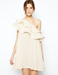 Buy ASOS Swing Dress with Asymmetric Frill at ASOS. With free delivery and return options (Ts&Cs apply), online shopping has never been so easy. Get the latest trends with ASOS now. Robe Swing, Swing Dress, Summer Bridesmaid Dresses, Summer Dresses, Maxi Dresses, Party Dresses, Fashion Beauty, Fashion Looks, Womens Fashion