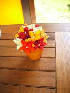 KUSUDAMA VASETTO CENTROTAVOLA fiori di carta colori di BOMBOSTEFY