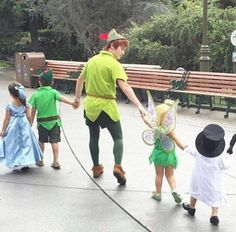 Awww☺️so cute and sweet::Adorable Kids Flawlessly Dressed as Disney Characters with Peter Pan:: Walt Disney World, Disney Parks, Disney And Dreamworks, Disney Pixar, Twenty One Pilots, Disneyland Paris, Peter Pan Disneyland, Phineas Y Ferb, Disney Face Characters