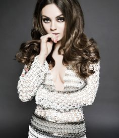 Mila-Kunis-hot-clevage