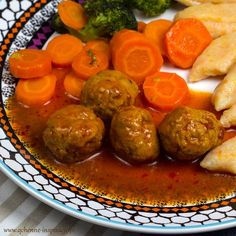 Obiad dla dzieci: pomidorowe pulpeciki z indyka z pomarańczowymi kopytkami i karmelizowanymi warzywami | Qchenne Inspiracje Kids Meals, Hamburger, Sausage, Food And Drink, Meat, Cooking, Ethnic Recipes, Recipes, Kitchen