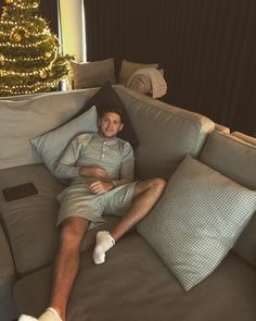 "543k Likes, 13.2k Comments - Niall Horan (@niallhoran) on Instagram: ""Not moving !"""