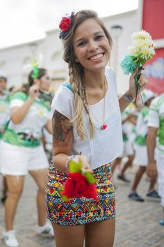 Editorial de moda com tema carnaval. Modelo Ligia Natua