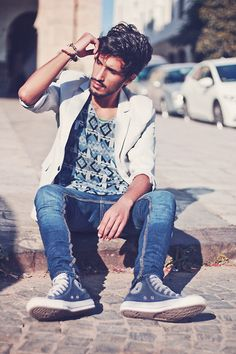 Great shirt, really nice print! Jeans and the blazer combination.