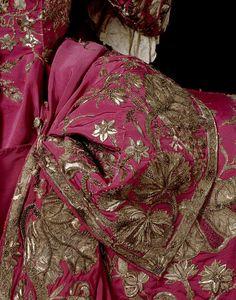 jeannepompadour:  Detail from a court mantua, 1740-45 England