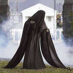 Pin for Later: scary halloween decorations. Spooky and Kooky Halloween Decorations :: The Life-sized Cloaked Grim Reaper from Frontgate is scary even before you see the face . Halloween Prop, Halloween Outside, Scary Halloween Decorations, Halloween 2015, Outdoor Halloween, Halloween Projects, Holidays Halloween, Halloween Stuff, Halloween Graveyard