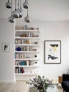 Etagères à fixation invisible comme bibliothèque. 16 Idées déco et gain de place avec des étagères murales à fixation invisible