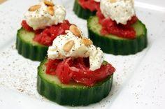 Carpacciohapje! Ga ik vegetarisch proberen door de carpaccio te vervangen door tomaat.