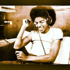 Discover amazing things and connect with passionate people. Who Was Michael Jackson, Michael Love, Jackson Life, The Jacksons, Passionate People, We Are The World, History Photos, Happy Moments, American Singers