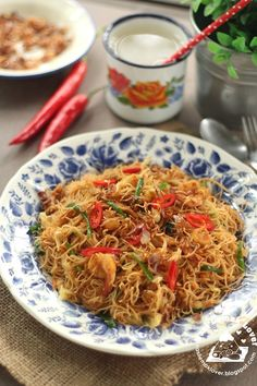 Usually i like to cook fried Mee Hoon during lunch time, from economic fried beehoon , simple Hokkien fried mee hoon , Tom Yum fried mee . Malaysian Cuisine, Malaysian Food, Malaysian Recipes, Malaysian Curry, Seafood Recipes, Indian Food Recipes, Cooking Recipes, Rice Recipes, Asian Noodle Recipes