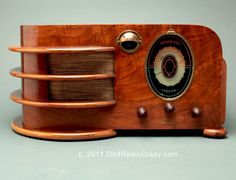Art Deco Climax Model 60 Tube Radio (1938)