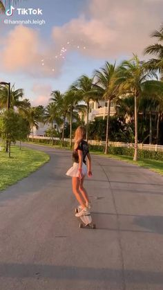 Skateboard Videos, Penny Skateboard, Skateboard Design, Skateboard Girl, Skateboard Outfits, Film Aesthetic, Aesthetic Videos, Style Skate, Longboard Cruising