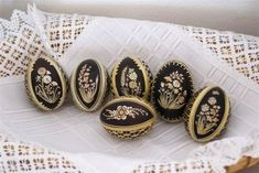 PrachatickoNews - Kultura Easter Egg Designs, Easter Traditions, African Tribes, Egg Art, Gold Work, Egg Decorating, Easter Eggs, Diy And Crafts, Christmas Decorations
