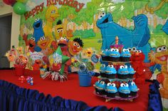I like table cloth Park Birthday, Birthday Ideas, Happy Birthday, Birthday Parties, Sugar Cookie Icing, Sugar Cookies, Sesame Street Park, Cupcake Cookies, Cupcakes