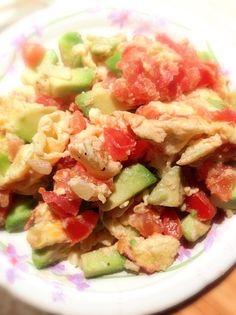 レシピとお料理がひらめくSnapDish - 15件のもぐもぐ - Eggs Scrambled with Avocado, Onions and Tomato by Healthy eating