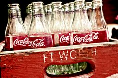 lots of empty Coca-Cola classic glass bottles in a old Ft Worth wooden crate Coca Cola Life, Coca Cola Can, Always Coca Cola, World Of Coca Cola, Coca Cola Bottles, Soda Bottles, Pepsi, Glass Bottles, American Drinks