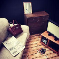 1/7size Living room!(#flooring #sofa #bag #newspaper #chest #mirror #tv) 1/7サイズリビングルーム!(#フローリング #ソファー #バッグ #新聞 #チェスト #鏡 #テレビ) #stopmotion #anime #miniature #set #cute #handmade #art #ストップモーション #アニメ #ミニチュア #セット #かわいい #ハンドメイド #アート