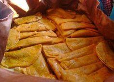 Ingredientes:   50 Tortillas Taqueras calientes (de tortilleria)   100 g de Chile Cascabel   1 Diente de Ajo   ½ de Cebolla   2 Cucharadas ...