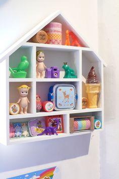 Etagère maison - Caravane Faubourg boutique interior, Paris. Poétique pour Enfants. Concept store, Deco, Cadeaux, Naissances.