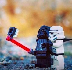 Starwars Darth Vader & Stormtrooper take a selfie with a light saber selfie stick Lego Star Wars, Star Trek, Darth Vader, Lego Krieg, Les Inventions, Lego Dc Comics, Very Funny Pictures, Funny Pics, Funniest Pictures