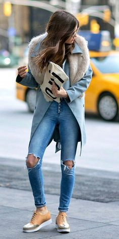 ripped jeans, clare vivier Oui clutch - Paola Alberdi - Blank Itinerary