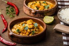 Everyone in London needs to get a curry on Brick Lane at some point. The only problem: it's absurdly difficult to tell the good curry hou. Authentic Indian Butter Chicken Recipe, Thai Chicken Curry, Chicken Masala, Evening Meals, Nutritious Meals, Indian Food Recipes, Keto Recipes, Breakfast Recipes, Chicken Recipes