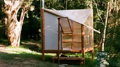 Australian art and architecture collective Studio Rain has installed a temporary sauna next to a Melbourne's Yarra River, which is prefabricated and off-grid so that it can be built, disassembled and reused without the use of heavy machinery. Slate Shingles, Sauna Design, Polycarbonate Panels, Institute Of Contemporary Art, Timber Buildings, Timber Structure, Translucent Glass, Reclaimed Timber, Glass Company