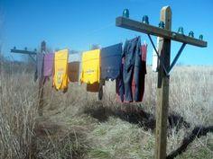 "MaryJanesFarm Farmgirl Connection - Vintage-like ""telephone pole"" clothesline Country Farm, Country Living, Laundry Lines, Laundry Room, Cottage Style Homes, Clothes Line, Backyard Patio, Yard Art, Farm Life"