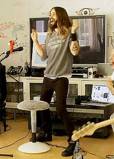 So funny moment. LOL. :-) Jared Leto at VyRT #MARSSummerSessions.- 11-06-2014 (gif via http://novafrommars.tumblr.com/post/88512846635