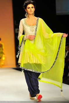 View LFW'13: Day 5: Payal Singhal Pics on TOI Photogallery