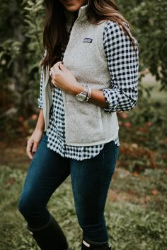 Apple-picking outfit: gingham button-down, Patagonia vest, jeans, Hunter boots. Vest Outfits, Warm Outfits, Fall Winter Outfits, Autumn Winter Fashion, Casual Outfits, Cute Outfits, Fashion Outfits, Womens Fashion, Mom Fashion