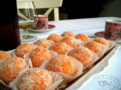 Portuguese Desserts, Portuguese Recipes, Sweet Recipes, Vegan Recipes, Cooking Recipes, Mini Cakes, Cupcake Cakes, Cupcakes, Food Wishes