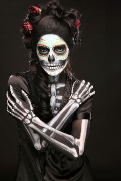 Make Sugar Skull La Catrina costume yourself Costume idea for carnival, Halloween & carniv Dead Makeup, Skull Makeup, Makeup Art, Skeleton Makeup, Makeup Ideas, Body Makeup, Makeup Themes, Makeup Pics, Movie Makeup