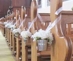 Resultado de imagen de como hacer adornos bancos iglesia boda
